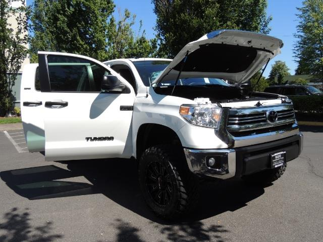 2016 Toyota Tundra SR5 / TRD OFF RD / 4X4 / 1-OWNER/ LIFTED - Photo 30 - Portland, OR 97217