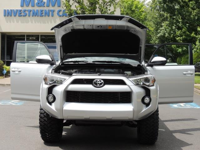 2016 Toyota 4Runner SR5 SPORT SUV 4WD V6 / 3RD SEATS REAR CAM / LIFTED - Photo 29 - Portland, OR 97217