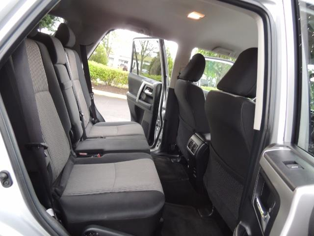 2016 Toyota 4Runner SR5 SPORT SUV 4WD V6 / 3RD SEATS REAR CAM / LIFTED - Photo 16 - Portland, OR 97217