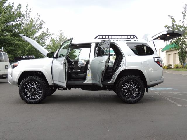 2016 Toyota 4Runner SR5 SPORT SUV 4WD V6 / 3RD SEATS REAR CAM / LIFTED - Photo 21 - Portland, OR 97217