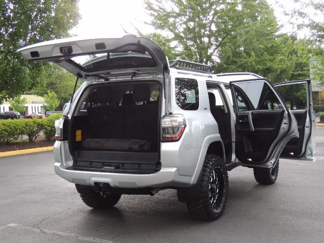 2016 Toyota 4Runner SR5 SPORT SUV 4WD V6 / 3RD SEATS REAR CAM / LIFTED - Photo 28 - Portland, OR 97217