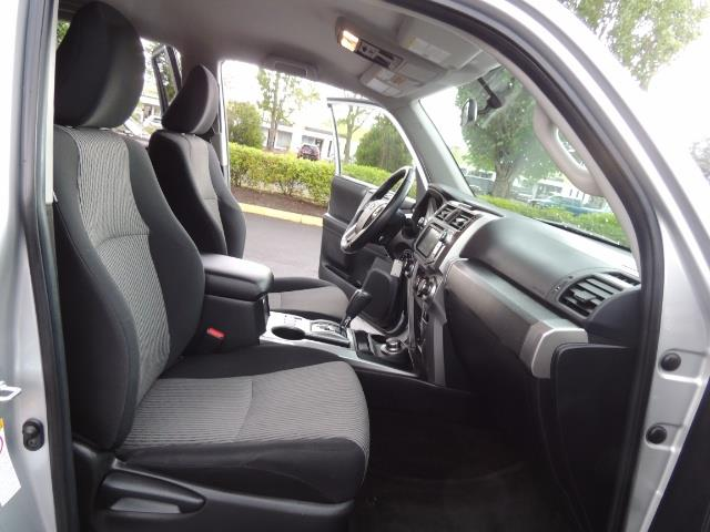 2016 Toyota 4Runner SR5 SPORT SUV 4WD V6 / 3RD SEATS REAR CAM / LIFTED - Photo 17 - Portland, OR 97217
