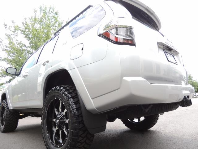 2016 Toyota 4Runner SR5 SPORT SUV 4WD V6 / 3RD SEATS REAR CAM / LIFTED - Photo 11 - Portland, OR 97217