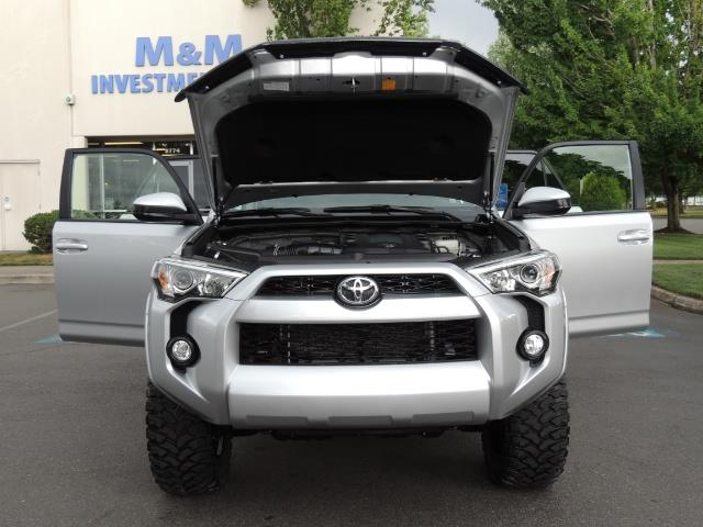2016 Toyota 4Runner SR5 SPORT SUV 4WD V6 / 3RD SEATS REAR CAM / LIFTED - Photo 30 - Portland, OR 97217