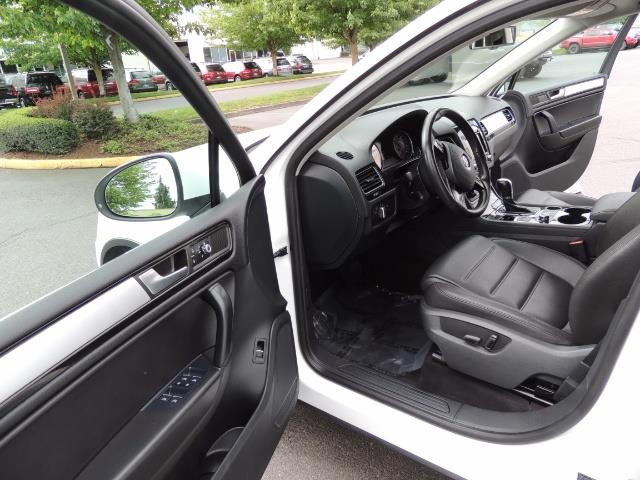 2013 Volkswagen Touareg VR6 Lux / AWD / Sport Utility / Excel Cond - Photo 13 - Portland, OR 97217