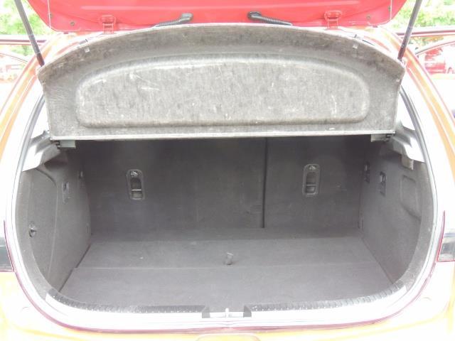 2005 Mazda Mazda3 SP23 Special Edition / Wagon/ 5-SPEED / Sunroof - Photo 28 - Portland, OR 97217