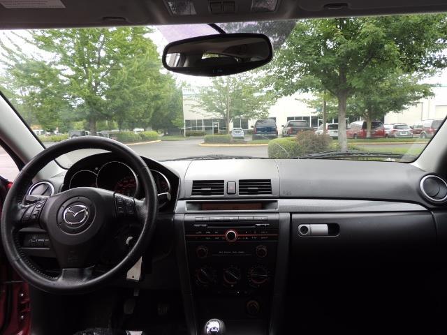 2005 Mazda Mazda3 SP23 Special Edition / Wagon/ 5-SPEED / Sunroof - Photo 35 - Portland, OR 97217