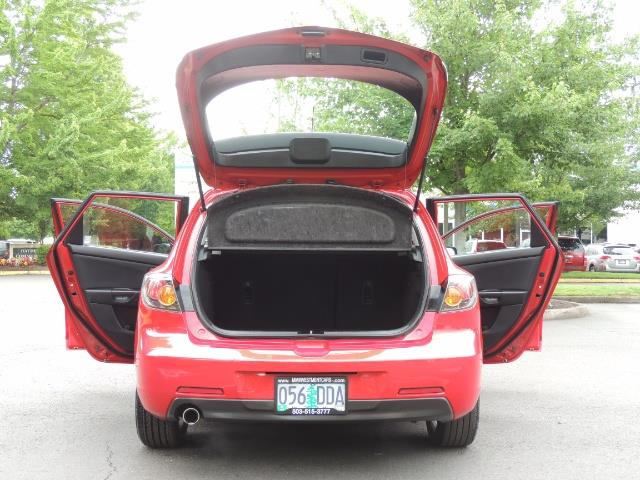 2005 Mazda Mazda3 SP23 Special Edition / Wagon/ 5-SPEED / Sunroof - Photo 18 - Portland, OR 97217