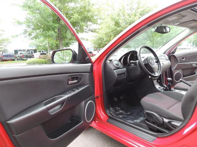 2005 Mazda Mazda3 SP23 Special Edition / Wagon/ 5-SPEED / Sunroof - Photo 13 - Portland, OR 97217