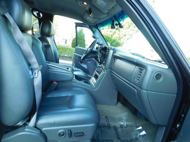 2005 GMC Sierra 2500 SLT 4dr Crew Cab / 4X4 / 6.6L DURAMX DIESEL / LIFT - Photo 17 - Portland, OR 97217