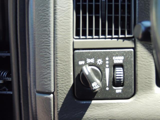 2004 Dodge Ram 2500 SLT 4dr / 4X4 /5.9L DIESEL / 6-SPEED / 1-OWNER - Photo 41 - Portland, OR 97217