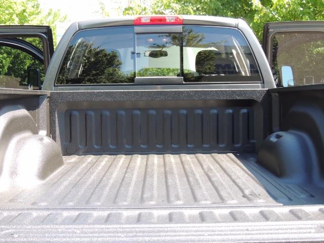 2004 Dodge Ram 2500 SLT 4dr / 4X4 /5.9L DIESEL / 6-SPEED / 1-OWNER - Photo 22 - Portland, OR 97217