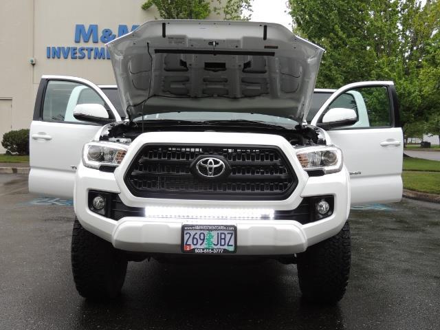 2016 Toyota Tacoma TRD Sport / 4X4 / Navi / Sunroof / LOADED / LIFTED - Photo 43 - Portland, OR 97217
