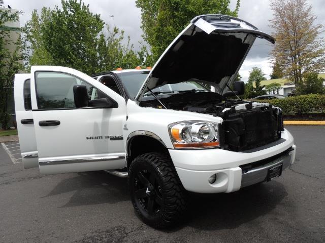 2006 Dodge Ram 3500 Laramie MegaCab / 4X4 /5.9L DIESEL/ EXHAUST BRAKE - Photo 30 - Portland, OR 97217