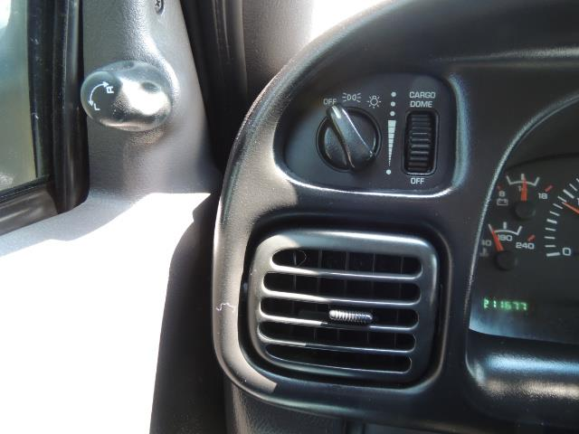 2001 Dodge Ram 2500 SLT 4dr / 4X4 / 5.9L DIESEL / 6-SPEED / LIFTED - Photo 19 - Portland, OR 97217