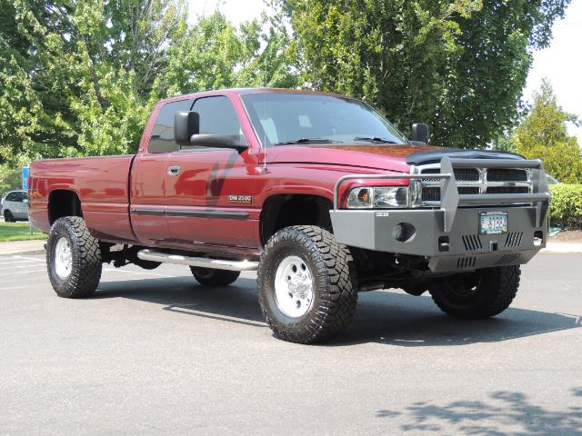 2001 Dodge Ram 2500 SLT 4dr / 4X4 / 5.9L DIESEL / 6-SPEED / LIFTED - Photo 2 - Portland, OR 97217