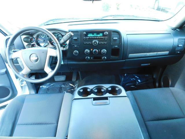 2009 Chevrolet Silverado 2500 LT / Crew Cab / 4X4 / 6.6L DIESEL / ALLISON TRANNY - Photo 35 - Portland, OR 97217
