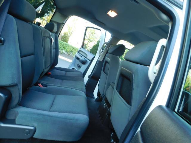 2009 Chevrolet Silverado 2500 LT / Crew Cab / 4X4 / 6.6L DIESEL / ALLISON TRANNY - Photo 16 - Portland, OR 97217