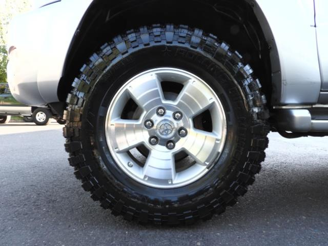 2004 Toyota 4Runner LIMITED Edition 4WD / V8 4.7L / DIFF LOCK / LIFTED - Photo 33 - Portland, OR 97217