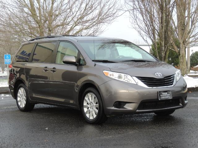 2014 toyota sienna minivan navi cam all wheel drive 1 owner. Black Bedroom Furniture Sets. Home Design Ideas