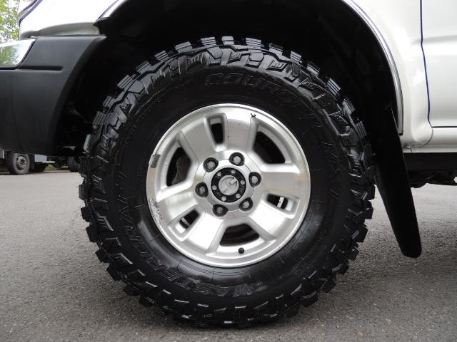 "2000 Toyota Tacoma 2dr 4WD 5Spd Manual / New 31 "" Mud Tires - Photo 13 - Portland, OR 97217"