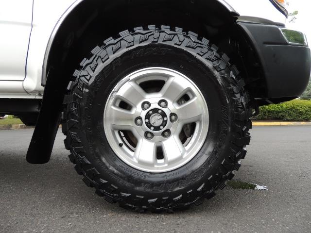 "2000 Toyota Tacoma 2dr 4WD 5Spd Manual / New 31 "" Mud Tires - Photo 32 - Portland, OR 97217"