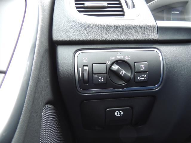 2017 Volvo V60 T5 Premier / Wagon / Navigation / Backup Camera - Photo 40 - Portland, OR 97217