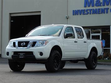 2016 Nissan Frontier SV / 4X4 / Crew Cab / 6Cyl / LIFTED LIFTED Truck