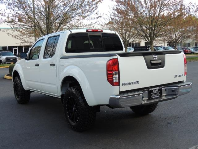 2016 Nissan Frontier SV / 4X4 / Crew Cab / 6Cyl / LIFTED LIFTED - Photo 7 - Portland, OR 97217