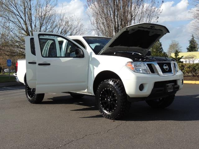 2016 Nissan Frontier SV / 4X4 / Crew Cab / 6Cyl / LIFTED LIFTED - Photo 31 - Portland, OR 97217