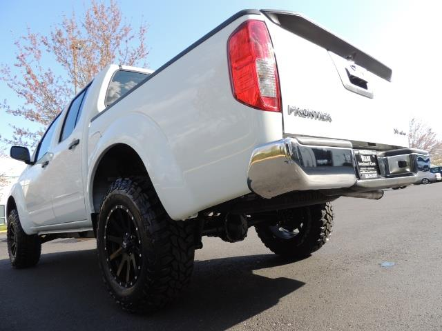 2016 Nissan Frontier SV / 4X4 / Crew Cab / 6Cyl / LIFTED LIFTED - Photo 11 - Portland, OR 97217