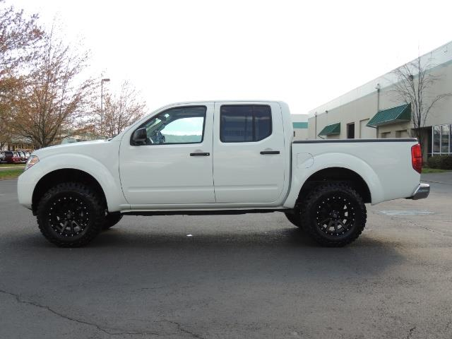 2016 Nissan Frontier SV / 4X4 / Crew Cab / 6Cyl / LIFTED LIFTED - Photo 3 - Portland, OR 97217