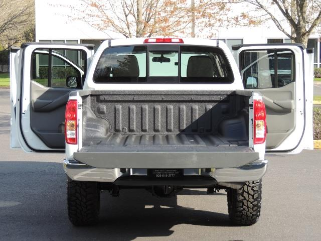 2016 Nissan Frontier SV / 4X4 / Crew Cab / 6Cyl / LIFTED LIFTED - Photo 22 - Portland, OR 97217