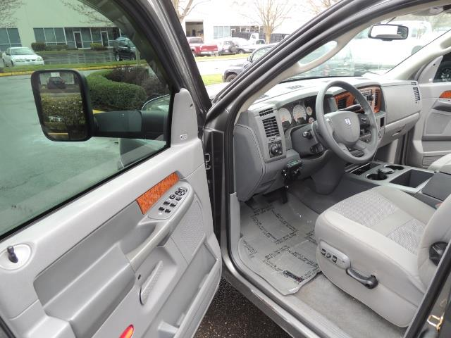 2006 Dodge Ram 2500 SLT 4dr Mega Cab / 4X4 / 5.9L DIESEL / FLAT BED - Photo 14 - Portland, OR 97217