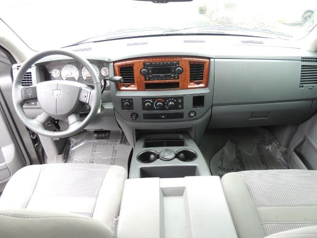2006 Dodge Ram 2500 SLT 4dr Mega Cab / 4X4 / 5.9L DIESEL / FLAT BED - Photo 19 - Portland, OR 97217
