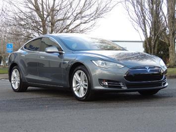 2013 Tesla Model S Signature 85 Kwh / Third seat / 1-Owner Sedan