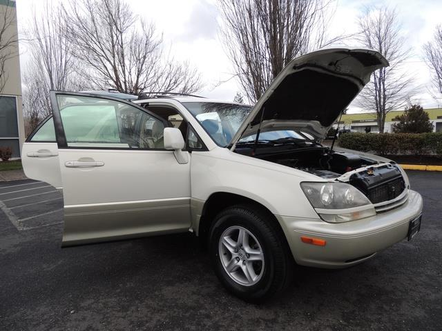1999 Lexus RX 300 / AWD / Leather / Sunroof / Great Conditon - Photo 31 - Portland, OR 97217