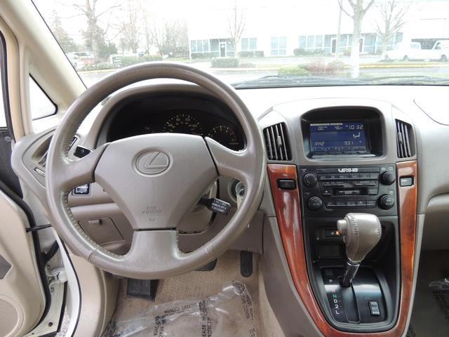 1999 Lexus RX 300 / AWD / Leather / Sunroof / Great Conditon - Photo 19 - Portland, OR 97217