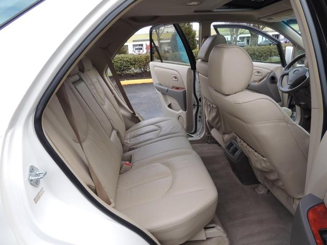 1999 Lexus RX 300 / AWD / Leather / Sunroof / Great Conditon - Photo 16 - Portland, OR 97217