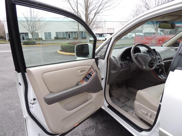 1999 Lexus RX 300 / AWD / Leather / Sunroof / Great Conditon - Photo 13 - Portland, OR 97217