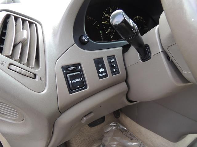 1999 Lexus RX 300 / AWD / Leather / Sunroof / Great Conditon - Photo 20 - Portland, OR 97217