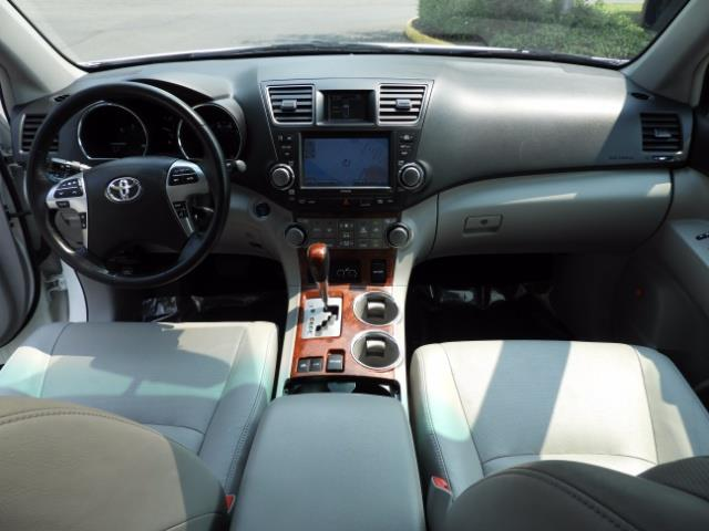 2011 Toyota Highlander Limited Hybrid 4WD 2-Owner 85Kmiles 3rdRow Leather - Photo 12 - Portland, OR 97217