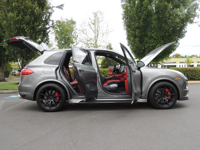 2014 Porsche Cayenne Turbo S / Panoramic Roof/ Burmester/  Niche Wheels - Photo 32 - Portland, OR 97217