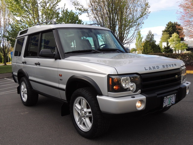 2003 Land Rover Discovery SE7 4WD  Jump Seats  Leather  2 Moon