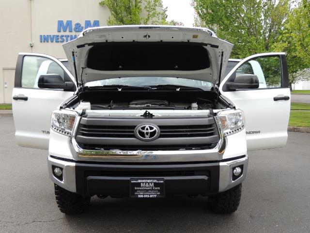 2014 Toyota Tundra SR5 / CrewMax / 4X4 / 5.7L / LEATHER / 1-Owner - Photo 32 - Portland, OR 97217
