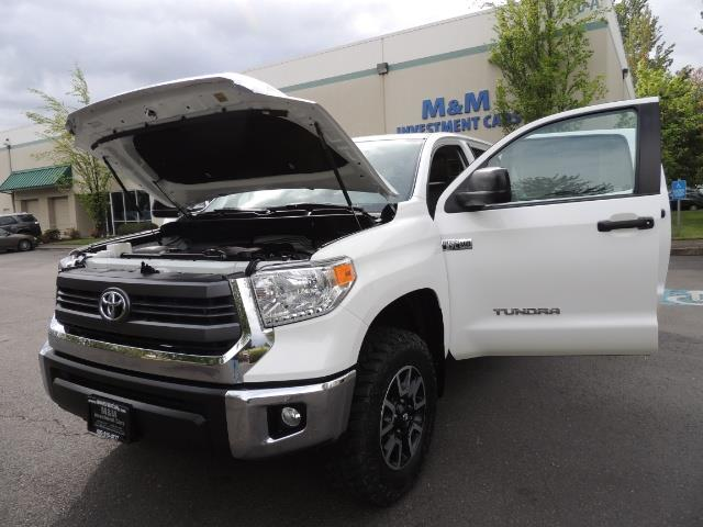 2014 Toyota Tundra SR5 / CrewMax / 4X4 / 5.7L / LEATHER / 1-Owner - Photo 25 - Portland, OR 97217