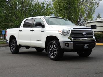 2014 Toyota Tundra SR5 / CrewMax / 4X4 / 5.7L / LEATHER / 1-Owner Truck