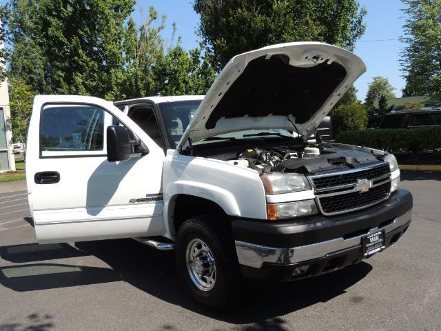 2007 Chevrolet Silverado 2500 LT / 4X4 / 6.6L DURAMAX DIESEL / 1-OWNER - Photo 31 - Portland, OR 97217