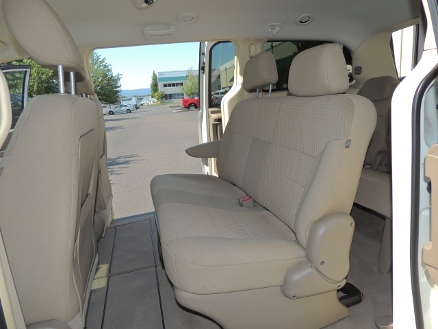 2008 chrysler town country lx stow go seats excel cond new tires. Black Bedroom Furniture Sets. Home Design Ideas