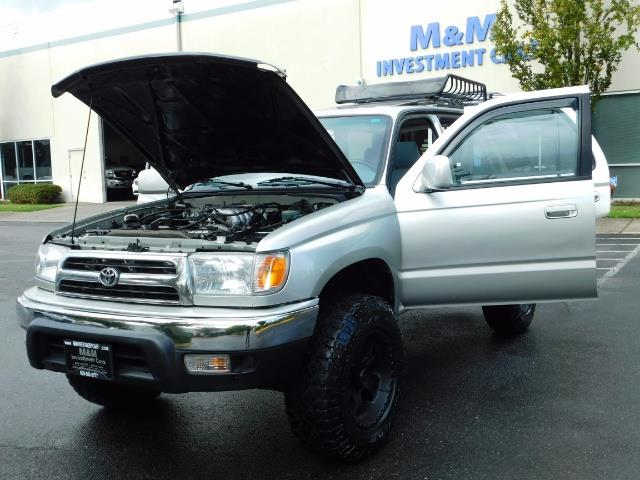 2000 Toyota 4Runner SR5 / 4WD / V6 3.4 L / Luggage Rack / LIFTED !! - Photo 30 - Portland, OR 97217